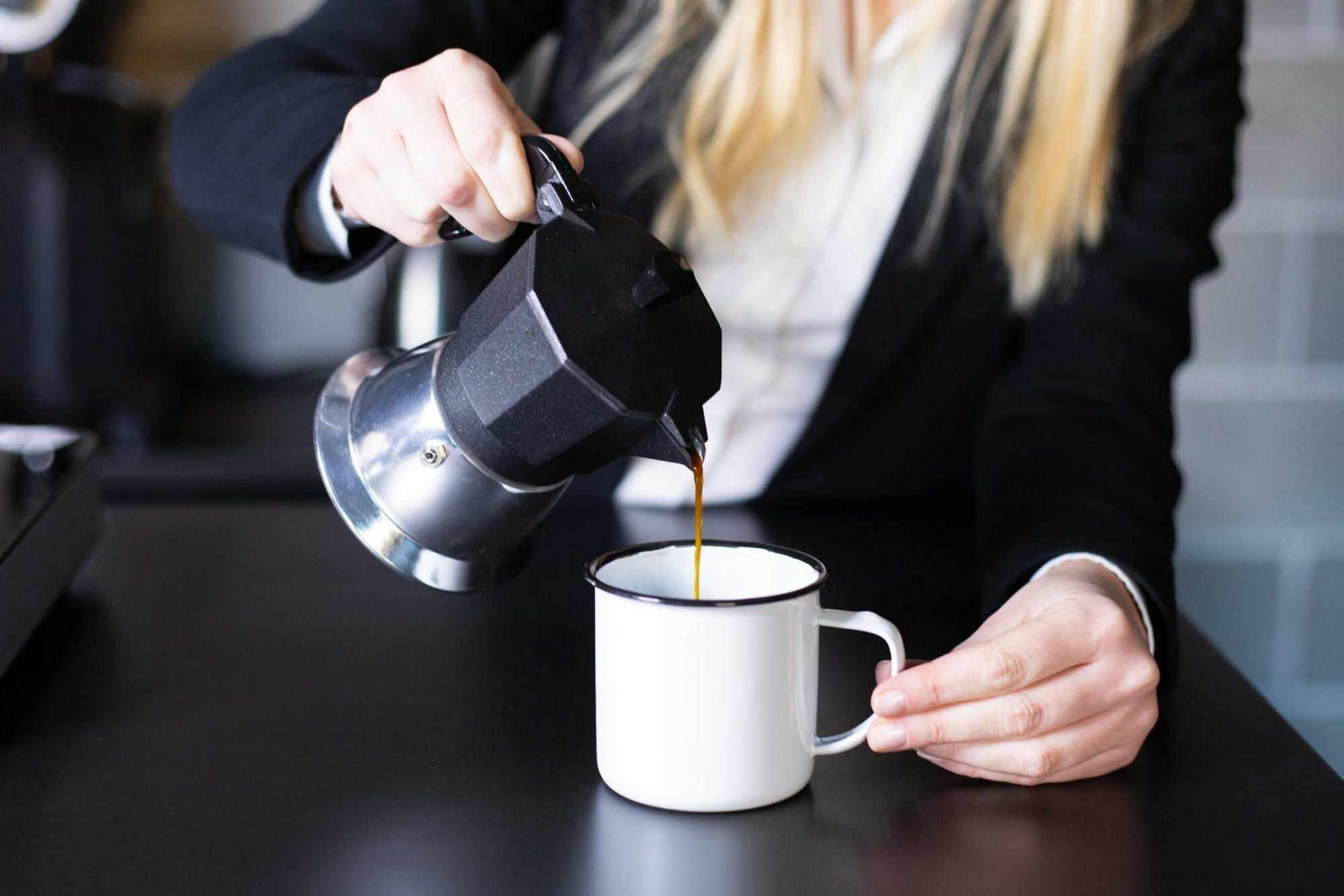Jó kávé, otthon, kotyogóssal is elkészíthető